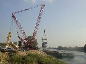 Unloading 233 Tons Trafo from barge using the PC/CC-4200 crane with Superlift attachment
